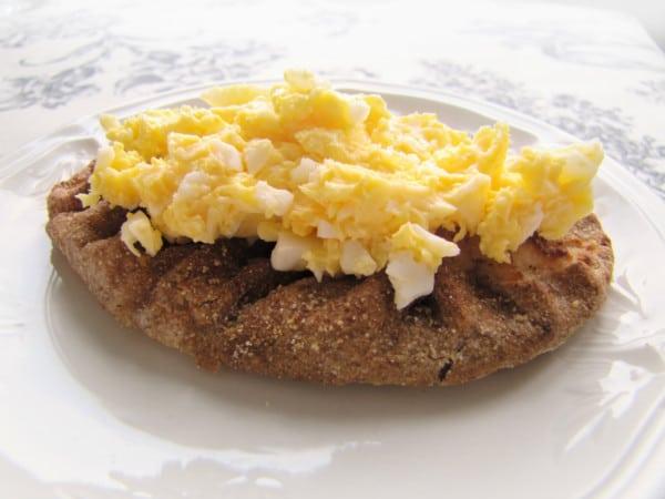 Karelian Pie with egg butter Photo credit : Jannika Saarinen / www.mediastudioidea.com
