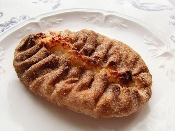 The Karelian pie is built on a thinly rolled unleavened rye crust. Photo credit: Jannika Saarinen / www.mediastudioidea.com