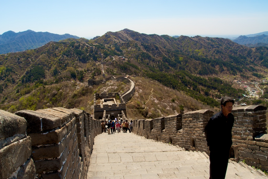 Go on an enchanting walk on the Great Wall with striking views of the Chinese landscape. (photo credit: Yann Cognieux)