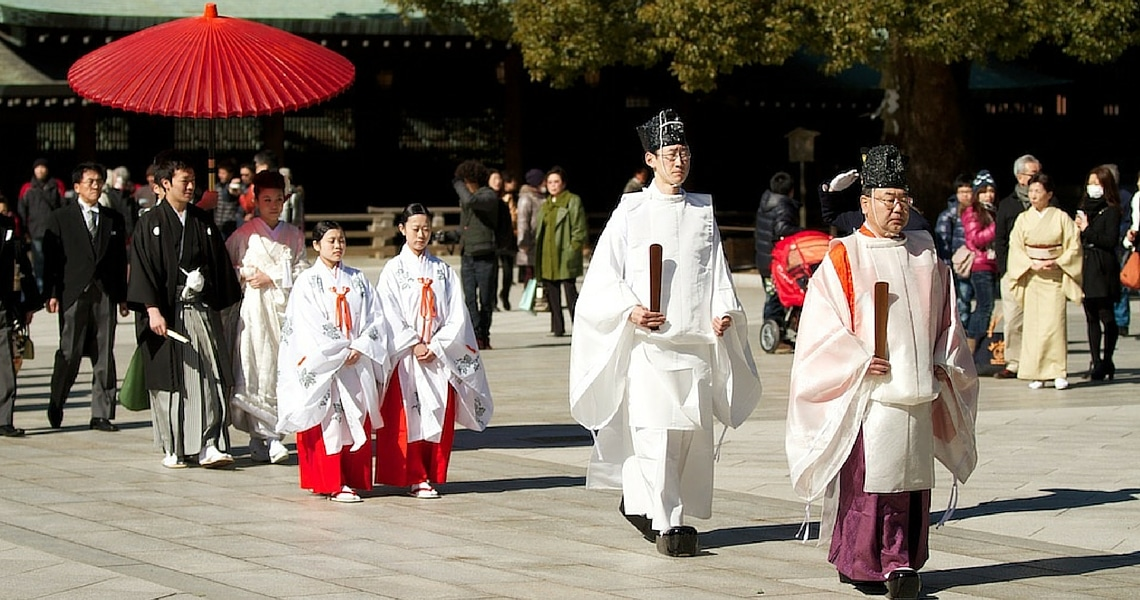 Gazing at a Shinto wedding at the Meiji-Jingu shrine is a unique and memorable experience. (photo credit: Yann Cognieux)