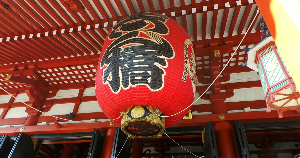 The Asakusa Kannon temple is Tokyo's oldest and most colorful Buddhist temple. (Photo Credit: Tamara)