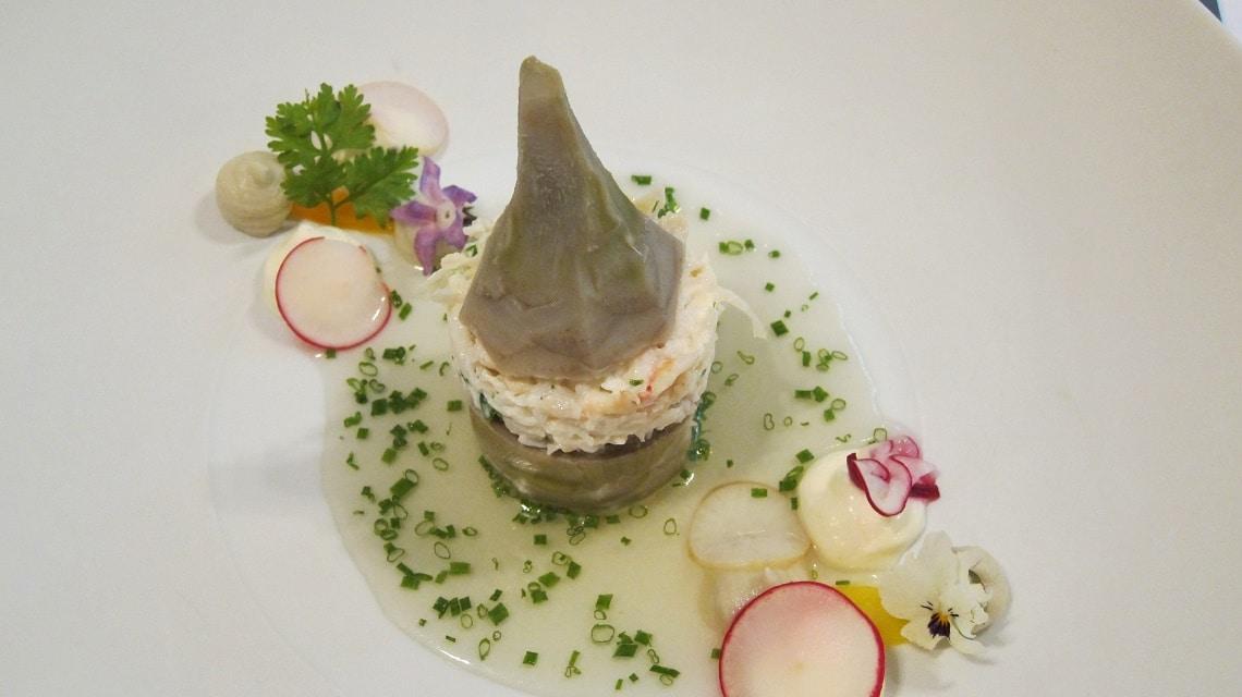 Artichoke stuffed with Royal crab. (Photo Credit: Les artichauts farcis et crabe royal (Grüner Veltliner Hefeabstich Dom. Wimmer Czerny 2012) by Flickr user food-porn)