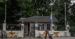 An Adventure in the Woods, Chalet ten Bosch