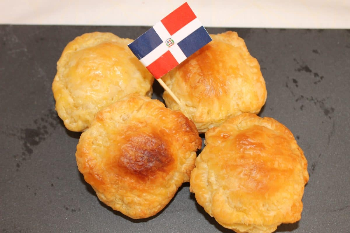 These small meat pies which are called The Pastelitos Dominicanos originates from the Dominican Republic are filled with beef, onion, cheese and peppers. (Photo credit: Soraya Lemmens)