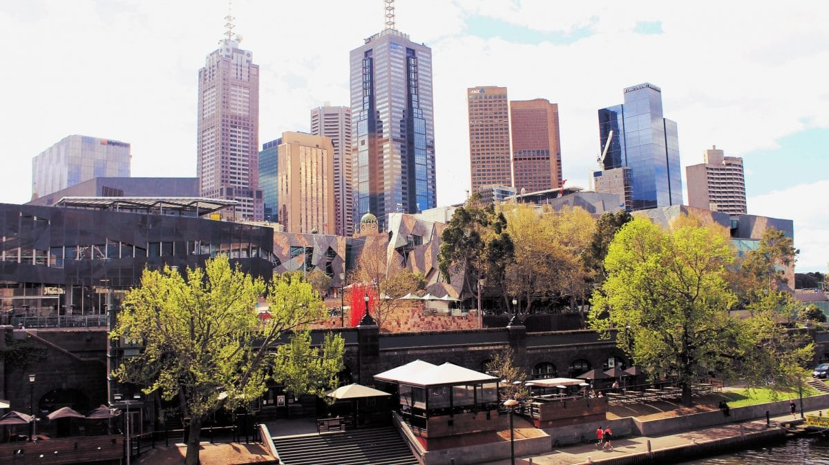 The view from the Yarra river of Melbourne CBD. (Photo Credit: Soraya Lemmens).