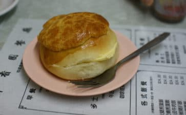 How to Eat: Pineapple Bun