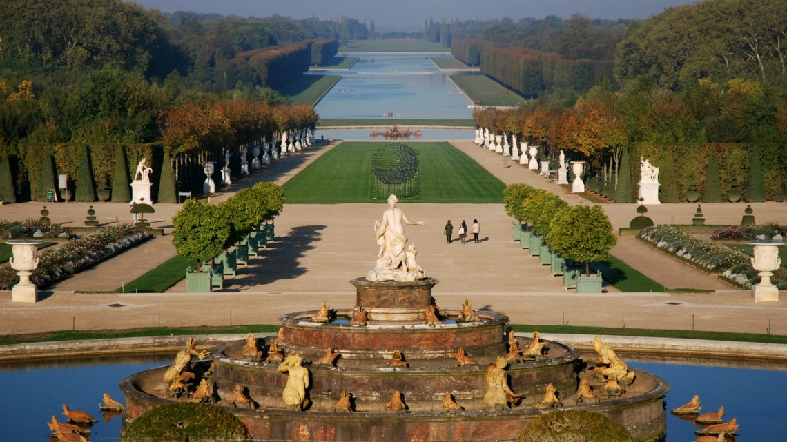 The Grand Canal from Versailles castle terrace (Photo Credit: Vue sur le grand canal / Versailles by Flickr User marc-lagneau original image has been updated)
