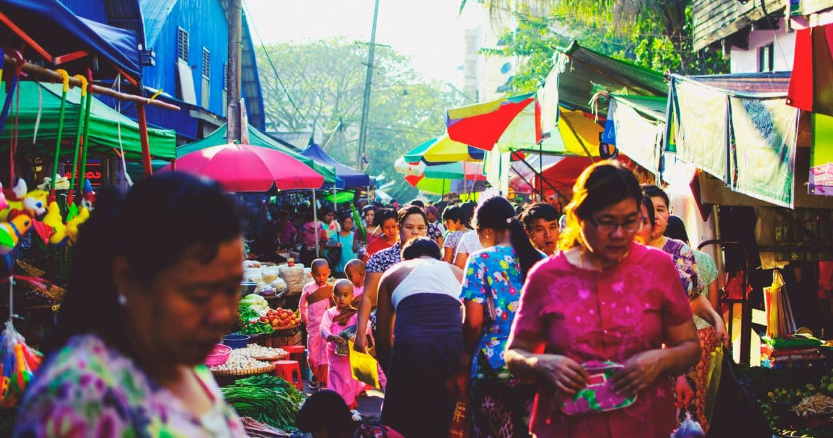 I can't get enough of the lively and colorful market in Yangon. (Photo credit: Soe Thein)