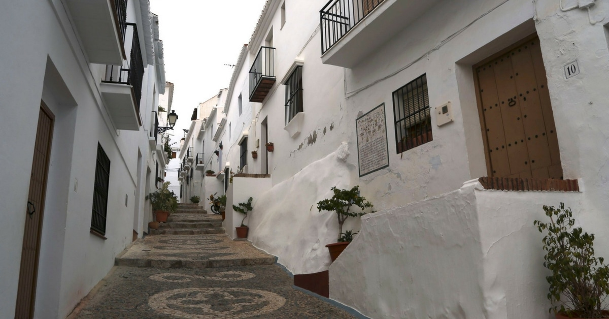5 Must-See White-Washed Villages in Andalusia - See our not-so-typical choices for visiting Andalusia in Spain, and why we chose them. Amazing food, views, beautiful scenery and fun things to do. - frigiliana-streets-andalusia